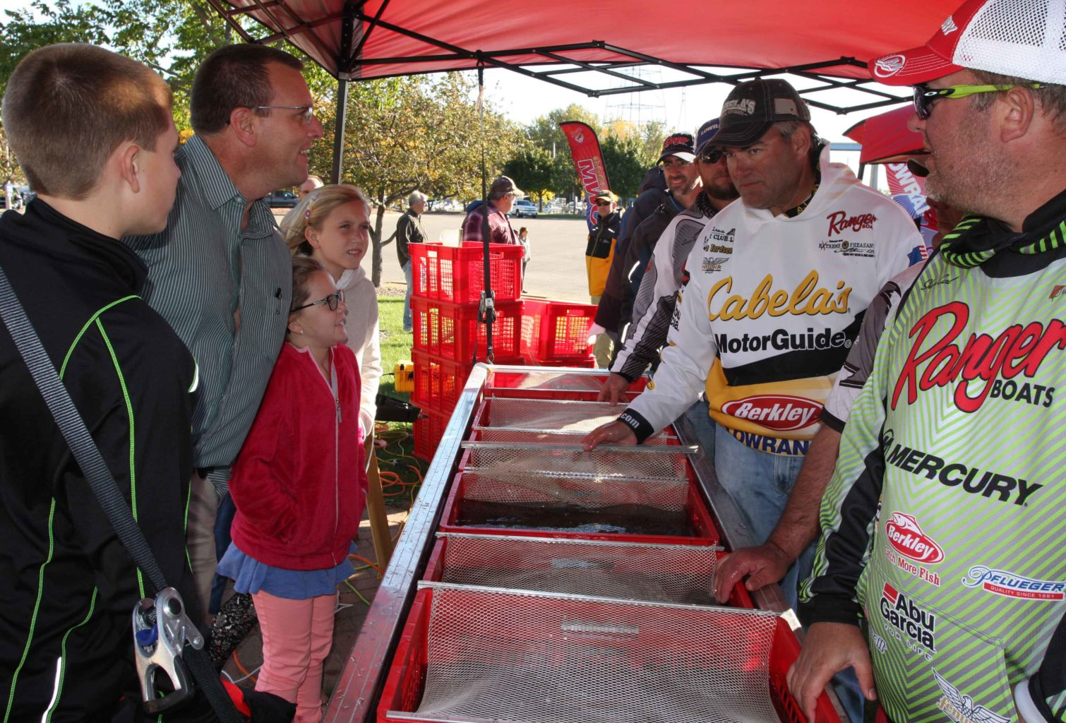 The bump line offered fans a chance to meet the anglers and get a sneak peek at their catches.