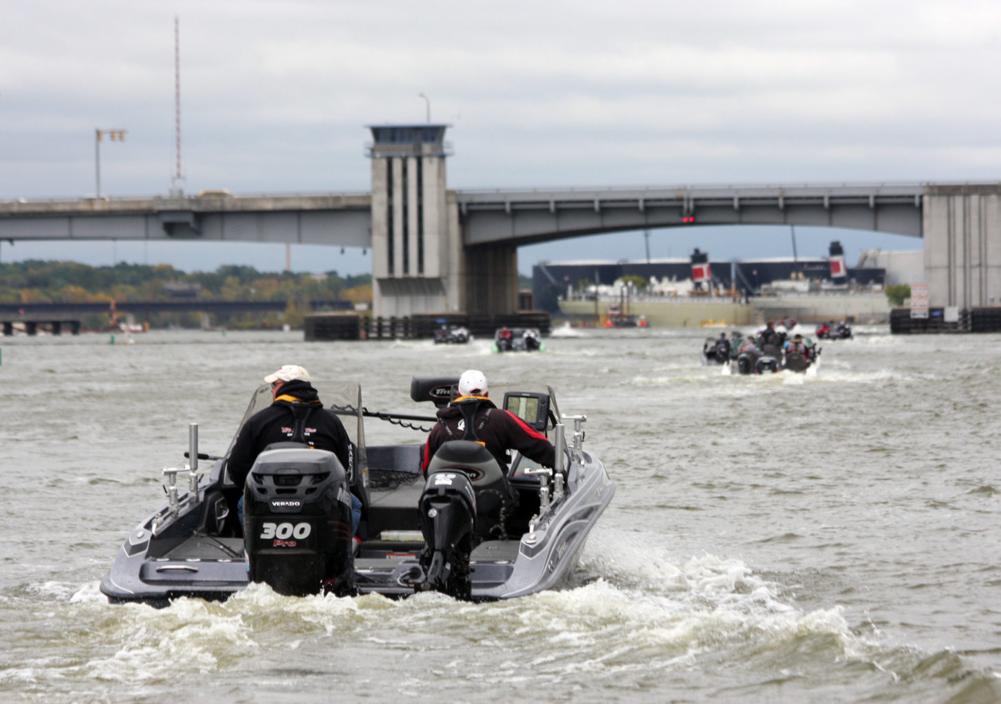 Cabela's MWC teams motor up the mighty Fox River on day two.